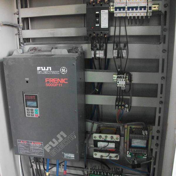 的设定范围内,可判断是IPM模块或相关部分发生故障。首先可以通过测量变频器的主回路输出端子U、V、 W,分别与直流侧的P、N端子之间的正反向电阻,来判断IPM模块是否损坏。如模块未损坏,则是驱动电路出了故障如果减速时IPM模块过流或变频器对地短路跳闸,一般是逆变器的上半桥的模块或其驱动电路故障;而加速时IPM模块过流,则是下半桥的模块或其驱动电路部分故障,发生这些故障的原因,多是由于 外部灰尘进入变频器内部或环境潮湿引起。